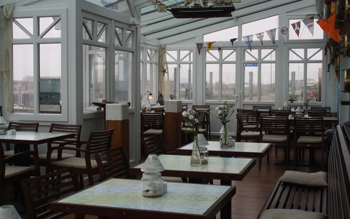 Innenaufnahme: Wintergarten eines Restaurants