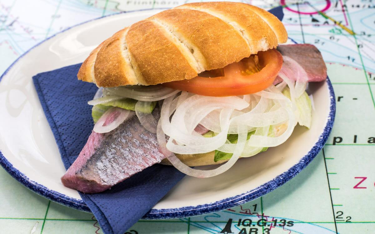 Fischbrötchen auf Teller